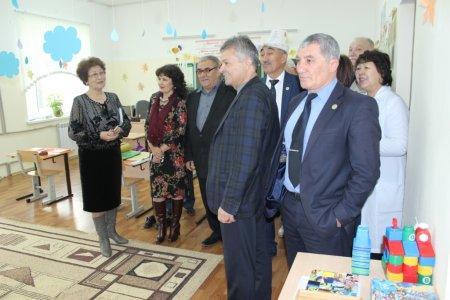 В Актау представители этнокультурных центров посадили деревья у школы-интерната