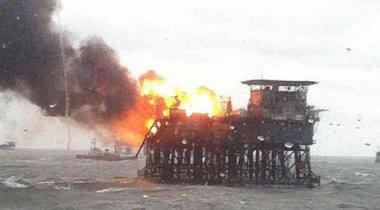 30 нефтяников пропали без вести после пожара на платформе на Каспии