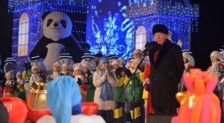 Нурсултан Назарбаев зажег главную новогоднюю елку в Астане