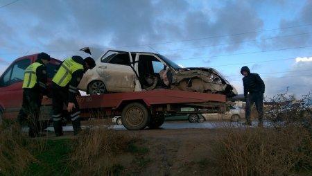 В Актау автомобиль Lada Priora врезался в столб