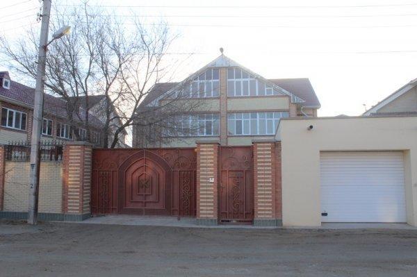 Семья Мукашевых: Приехавшим снести наш дом бульдозерам придется сначала снести нас