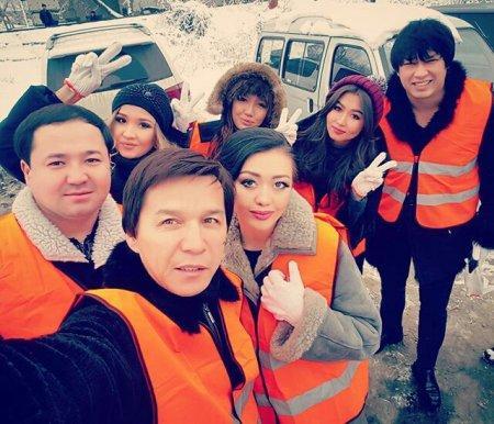 Мангистауский артист Абай Бегей вместе с другими звездами вышел убирать улицы Алматы