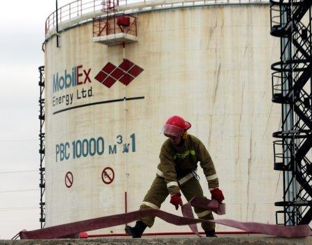 Пожарные Мангистау отработали действия по тушению возгорания на нефтяном объекте