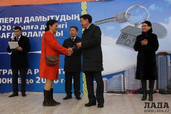 В Актау 120 семей получили ключи от новых квартир