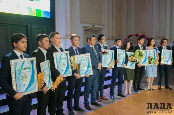 В Актау выбрали  лучшего студента 2015 года