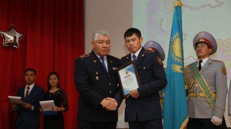 В честь Дня Независимости в полиции Актау наградили отличившихся сотрудников