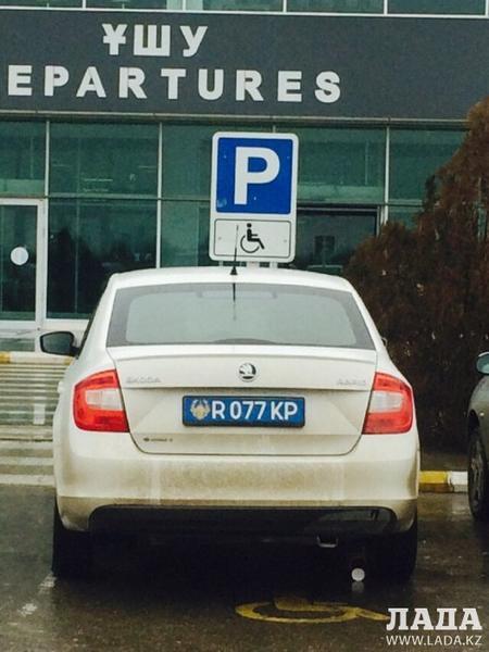Полиция Актау проверяет парковки для инвалидов