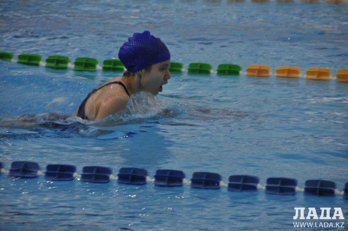 В Актау прошли соревнования по плаванию среди детей