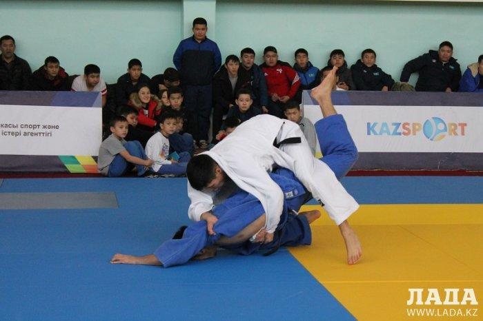 В областных соревнованиях по дзюдо в Актау участвуют победители и призеры чемпионата Азии