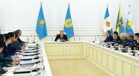 """Назарбаев советует армии """"держать порох сухим"""""""