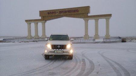 В Форту-Шевченко и Каражанбасе тоже снег )))