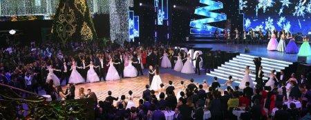 «Мисс Казахстан-2015» Алия Мергембаева станцевала на новогоднем балу с Президентом