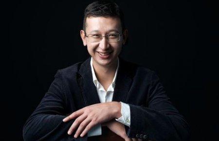 Казахстанский блогер Еликбаев на полтора часа задержал вылет самолёта