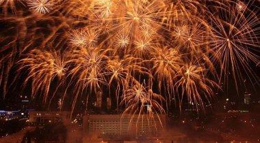 Как запускали новогодние фейерверки в городах Казахстана