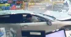 Женщина чудом осталась жива после наезда авто на АЗС в Сиднее