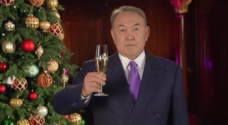 Назарбаев поздравил казахстанцев с Новым 2016 годом