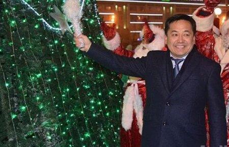 Аким Атырау спел новогоднюю песню и вызвал снег