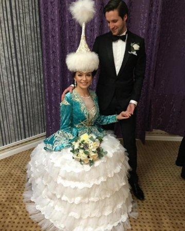 Русская красавица вышла замуж в Лондоне по казахским обычаям