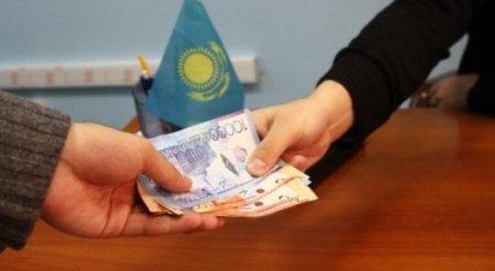 Несколько чиновников задержали в Казахстане при получении взятки