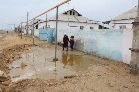 Жители Мунайлинского района собственными силами устраняют последствия проливных дождей