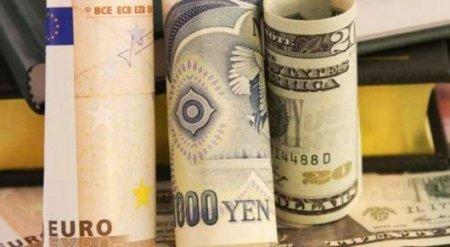"""Bloomberg предупредил о скорой глобальной """"валютной войне"""""""