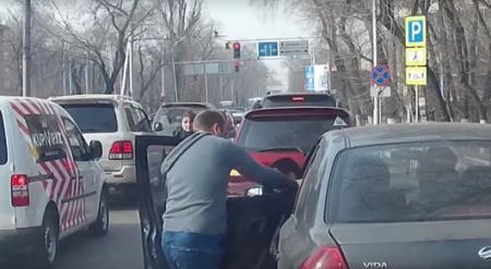 Видео драки на дороге в Алматы появилось в Сети