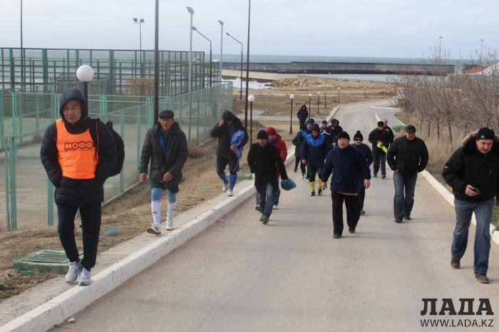 В играх среди команд ветеранской лиги по футболу в Актау лидируют «Каспий» и «Мобил-Сервис»