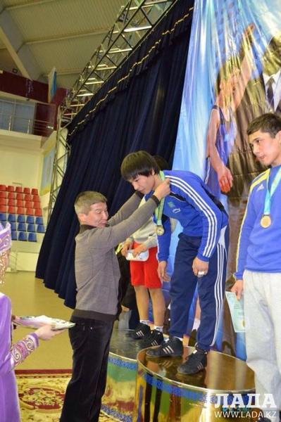 Актауские борцы привезли четыре медали с чемпионата Казахстана