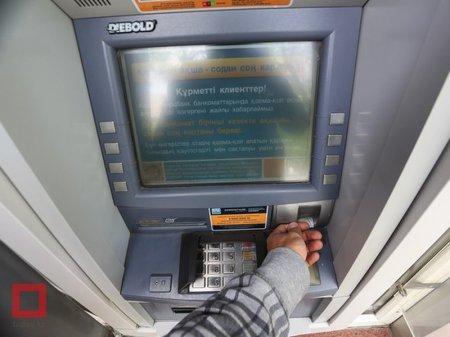 В Казахстане банкоматы и терминалы не принимают новые 20-тысячные купюры