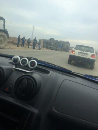 На дороге Актау-Баянды перевернулся мусоровоз