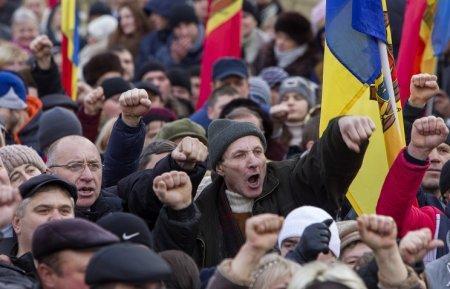 Полиция у парламента Молдавии применила слезоточивый газ против участников беспорядков ТРАНСЛЯЦИЯ