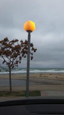 Кому горят фонари днём на набережной 5 мкр?