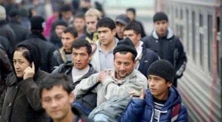 Таджикские и узбекские трудовые мигранты массово возвращаются на родину из-за кризиса