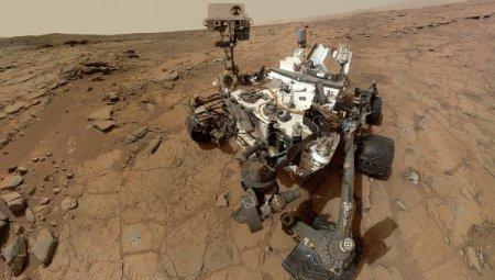 Марсоход NASA приступил к лабораторному изучению песка на Марсе