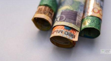 Тенге продолжает падение по отношению к доллару