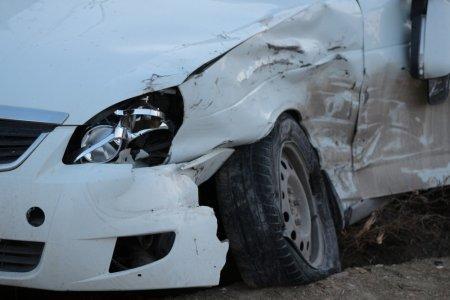 Грузовик с мороженым и легковой автомобиль столкнулись в Актау