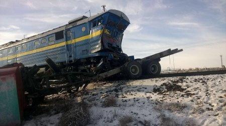 В Мангистауской области пассажирский поезд столкнулся с газовозом