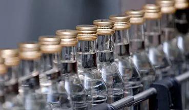Минимальную цену розничной продажи крепкого алкоголя могут установить на уровне 1380 тенге