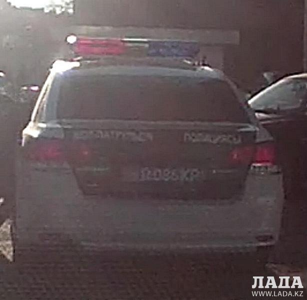 Бауыржан Ануарбек: Остановившаяся под запрещающим знаком полицейская машина преследовала нарушителей