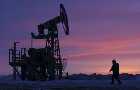 Рынок нефти растет в надежде на совместные действия производителей