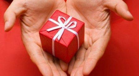 В Минфине РК пояснили порядок передачи госслужащими полученных подарков