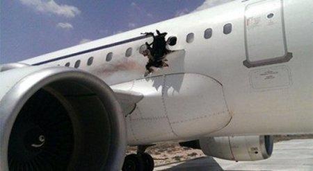 Полет самолета с дырой в фюзеляже после взрыва в Сомали