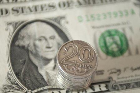 Курс нацвалюты к доллару ослабел почти 9 тенге
