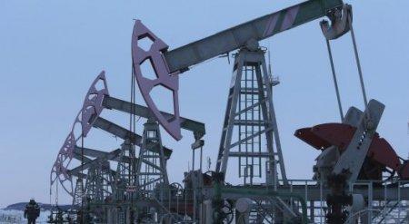Нефть продолжает дорожать на фоне слабеющего доллара