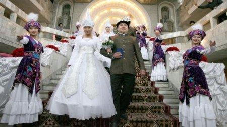 В Кыргызстане законом ограничат число гостей на свадьбах и торжествах