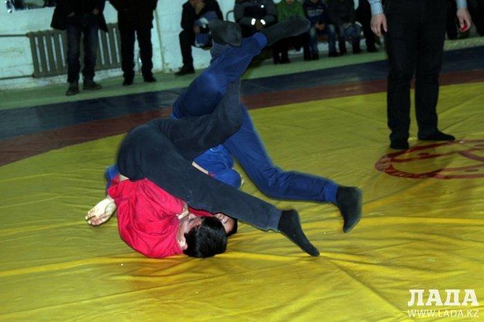 В Актау прошли соревнования по самбо среди пожарных спасателей