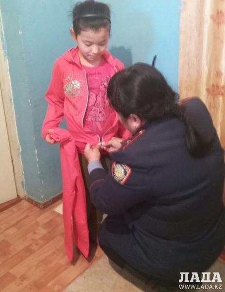 В Мунайлы сотрудники местной полиции подарили детям из малообеспеченных и многодетных семей одежду