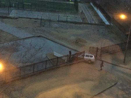 Машина врезалась в забор 15 школы