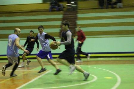 В стартовавшем IX сезоне игр Любительской баскетбольной лиги в Актау участвуют шесть команд