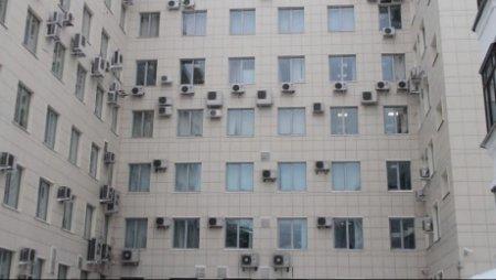 Казахстанцев предупреждают о необходимости удалить кондиционеры и антенны с фасадов зданий